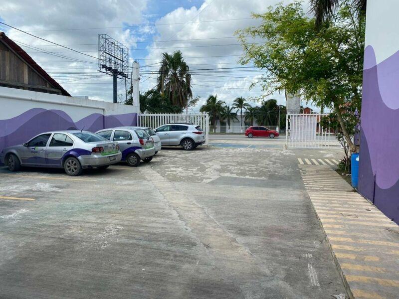 En venta local con bodega y oficinas sobre av Colosio Cancun