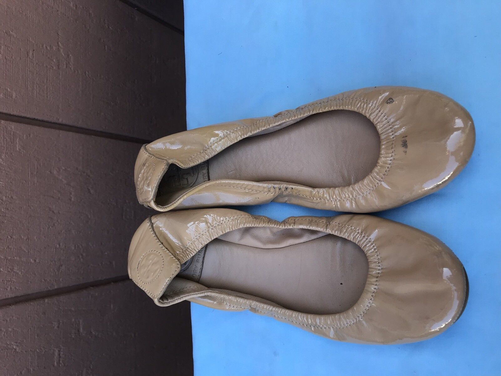 TORY BURCH Eddie Tan Women US 7.5 Beige Tan Eddie Nude Patent Leather Logo Ballet Flats A6 021b1e