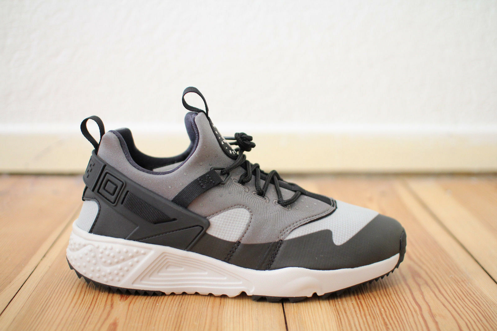 Nike Air Huarache Utility Grau Weiß Gr. 42,43,44 NEU & OVP