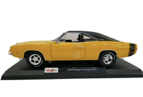 Yellow Maisto 1:18 Scale Diecast Model Car 1969 Dodge Charger R//T