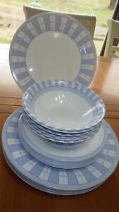 Martha-Stewart-Dinnerware-set-Garden-Trellis-service-6-Blue-and-White-Design-18p