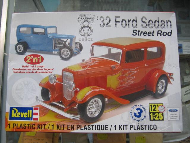 Revell '32 Ford Sedan Street Rod 2n1 1 25