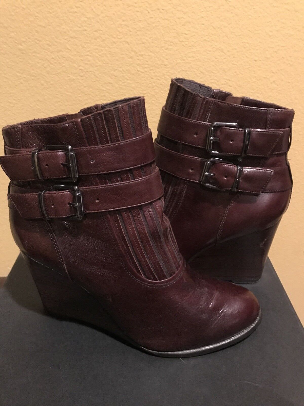 KENNETH COLE Women's Strong Heart LE Ankle Boot ~ Size 8.5 Gorgeous Burgundy
