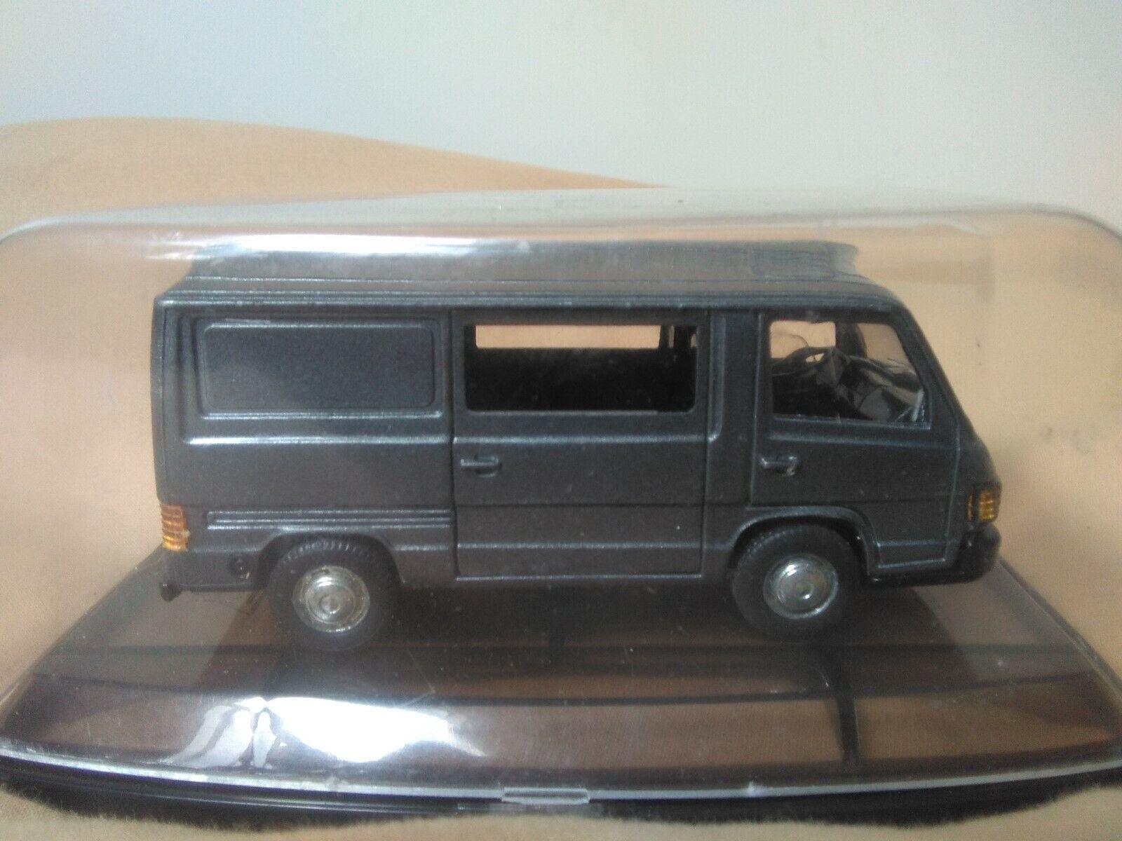 Antigua miniatura 1 43 Pilen AHC M-377 Mercedes Benz MB 100. Made in Spain.