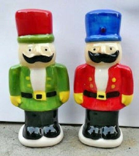 SALT /& PEPPER SOLIDER SHAKES FESTIVE XMAS TABLE DECORATION-XMAS TOY SOLDIERS