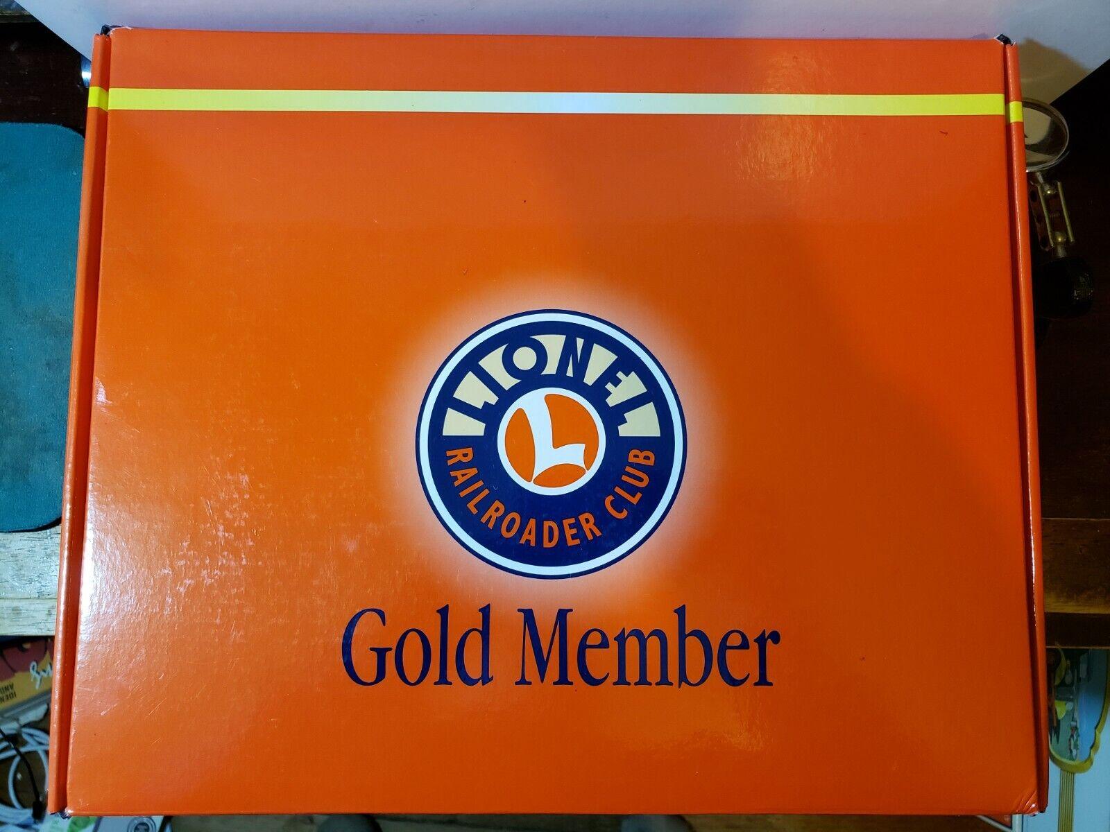 Lionel RR Club Gold Member Boxcar Set 0 - 027 Scale  2 6-19978