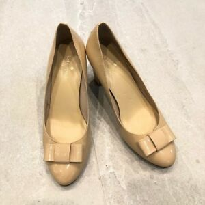 8d3ae303cea9 Kate Spade Womens 7 Nude Patent Leather Accent Bow Block Heel Pumps ...