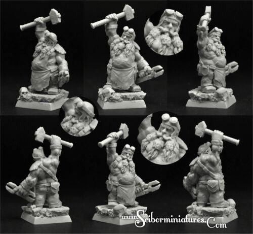 28mm//30mm Dwarf Blacksmith #1 Scibor Miniatures