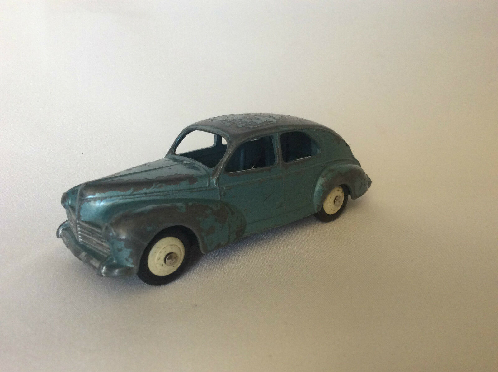Dinky Toys no. 24R Peugot 203 bluee bluee bluee Metallized acf0c5