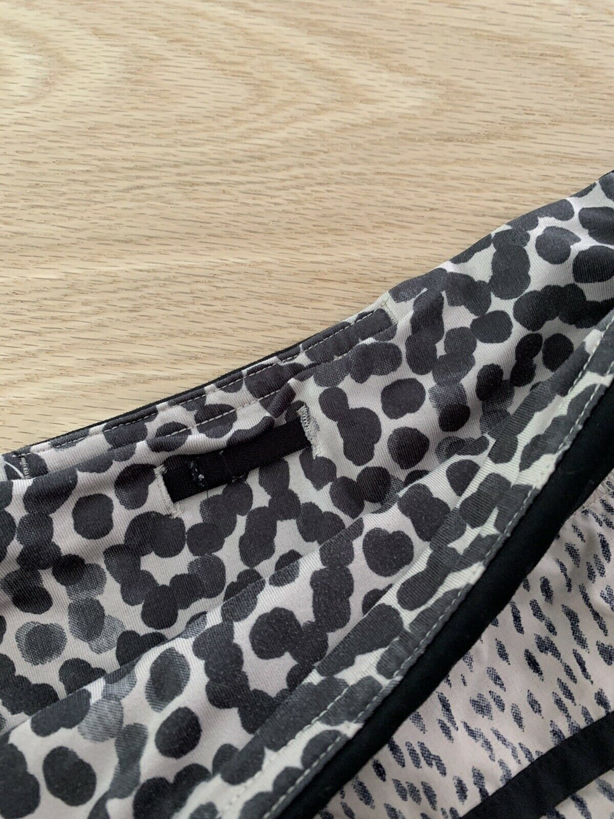 "Lululemon Speed Shorts Size 4 Reg 2.5"" Dottie Das… - image 8"