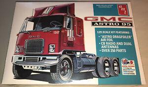 AMT-GMC-Astro-95-Semi-Tractor-1-25-scale-model-truck-kit-new-1140