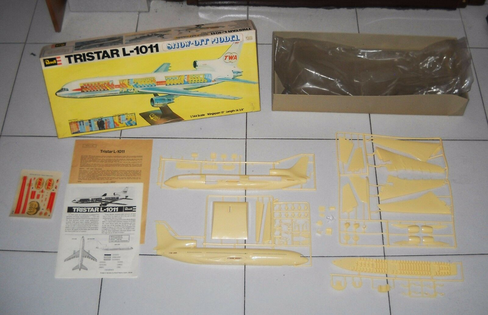 Revell H-196 TRISTAR L-1011 Show-Off Model Kit Plane Aereo 1 144 Official TWA