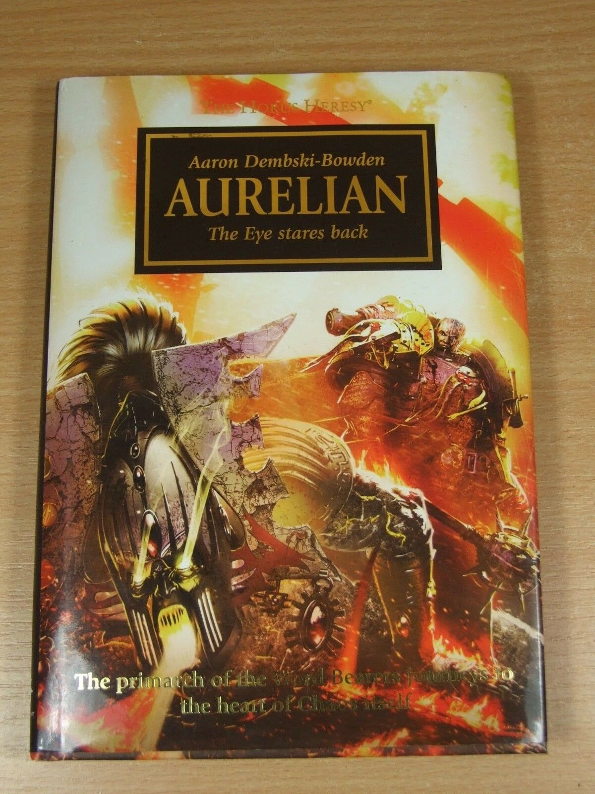 Libro de tapa dura Warhammer el Horus Heresy Aureliano aaron dembski-bowden oro