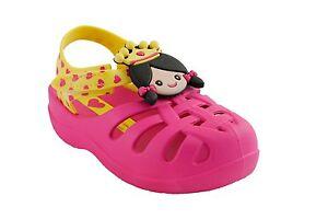 Sandalo-da-bambina-fuxia-Ipanema-baby-junior-gomma-casual-moda-mare