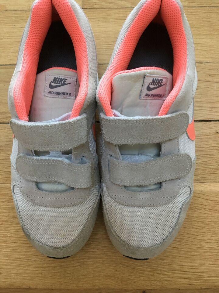 Sneakers, str. 34, Nike – dba.dk – Køb og Salg af Nyt og Brugt