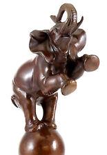Bronze Tierskulptur - Elefant auf Kugel - signiert Bugatti