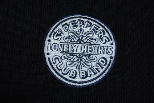 THE BEATLES EMBROIDERED SGT PEPPERS LONELY HEARTS LOGO NAVY SCARF /& HAT SET NEW