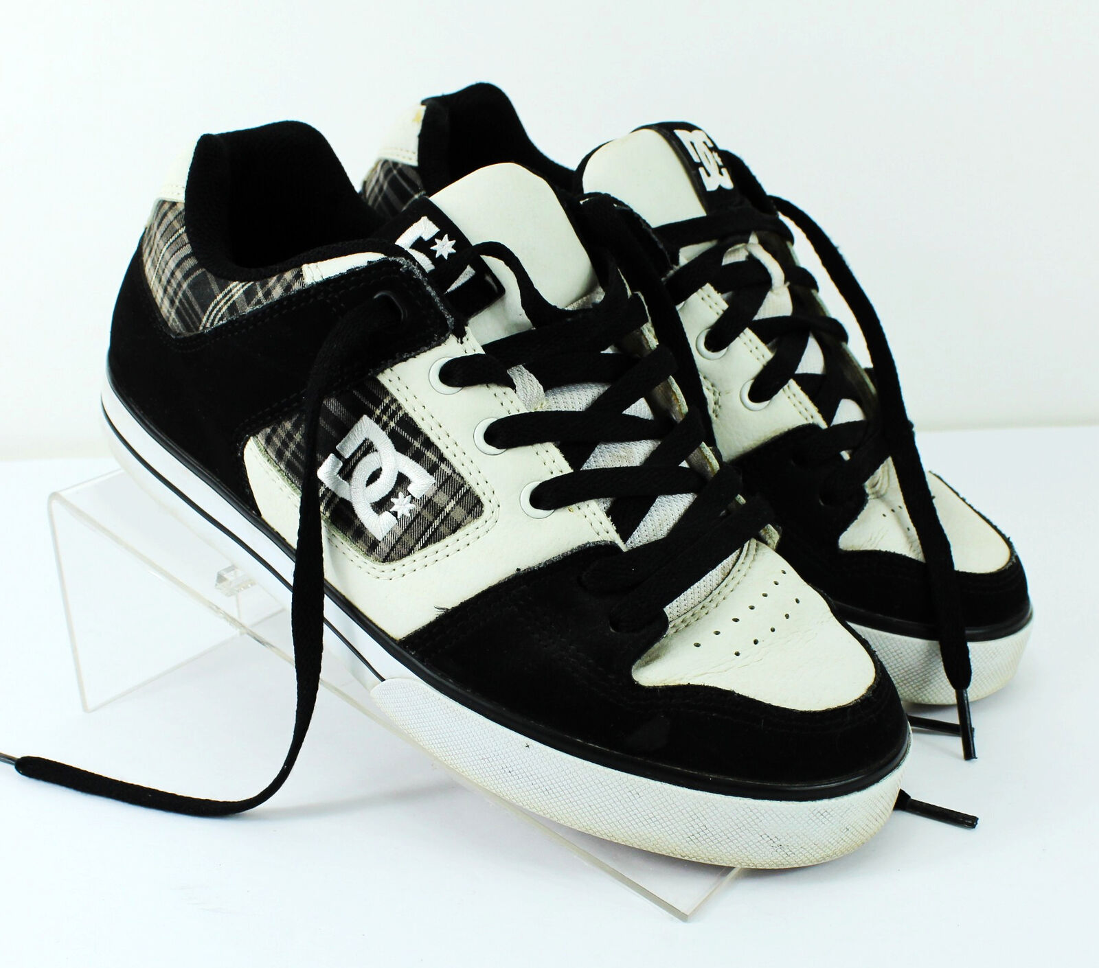 a1cac4367261 DC Shoes Men s Black   White Pure Pure Pure XE Skate Shoes   Size 8 ...