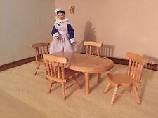 Muebles de Casa de Muñecas Escala 1/12 Mesa De Pino Y Cuatro Sillas Country Cottage