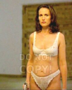 8x10-photo-Andie-MacDowell-pretty-sexy-celebrity-movie-star-in-a-1997-movie
