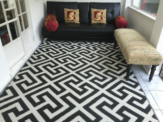 New 5 x 8 Outdoor Plastic Black and Cream Color Rug (can be left out in rain)