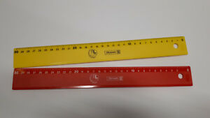Linkshaender-Lineal-30cmn-Brunnen-rot