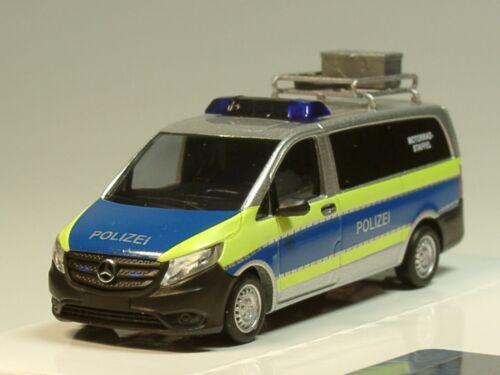 Busch Mercedes Vito Polizei Bus Motorradstaffel mit Dachträger AHK 123-1:87