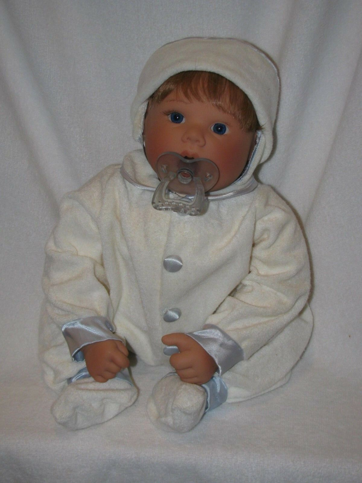 19   Lee Middleton Thumb Sucking Baby Doll W Pacifier 1995