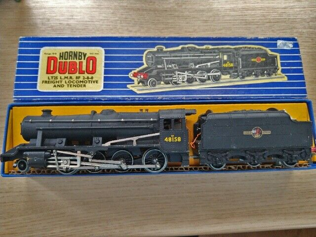 BOXED HORNBY DUBLO LT 25 LMR 8F 2-8-0 BR FREIGHT LOCOMOTIVE AND TENDER.