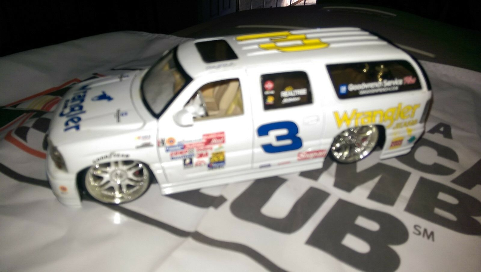 3 Dale Earnhardt CUSTOM MADE 2002 GMC YUKON 1/24 SCALE