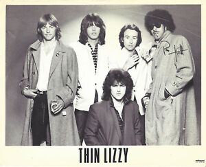 RARE-Vintage-THIN-LIZZY-Official-8x10-Promo-Photo-SIGNED-by-Phil-Lynott