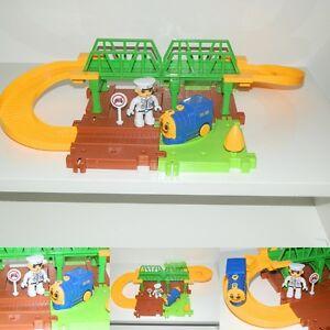 Elektrische Batterie Eisenbahn Klassik Train Zug City Starter Set mit Schaffner