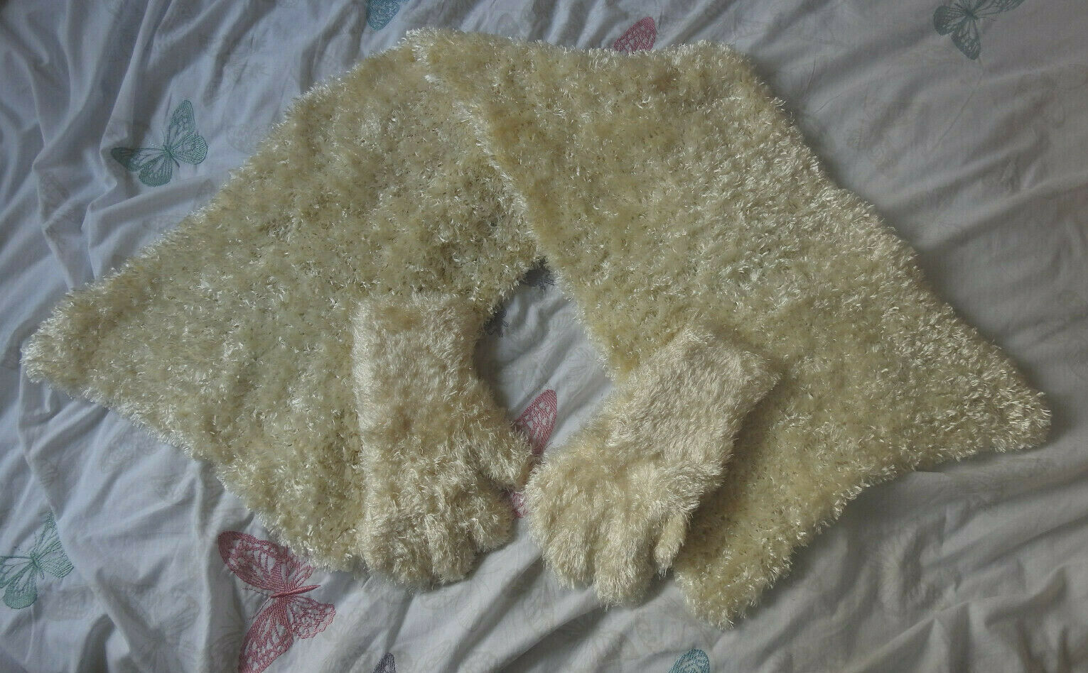Women's Gloves & Scarf Set - Soft - Knitted - Ivory / Cream - One Size