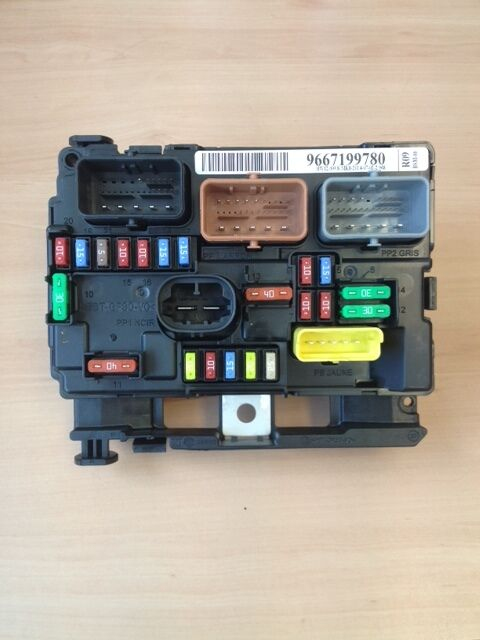 genuine citroen c3 picasso under bonnet fuse box ebay rh ebay co uk citroen fuse box layout citroen fuse box layout