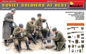 MIN35109-Miniart-1-3-5-Sovietico-Soldados-en-Descanso-Edicion-Especial