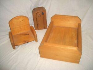 Details zu Puppenstube Spielzimmer Schlafzimmer Möbel Holz größeres Bett +  Sessel Schrank