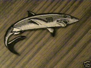 100% Brodé Iron On Swimming Shark Patch Emblème W@w-d Iron On Swimming Shark Patch Emblem W@wafficher Le Titre D'origine