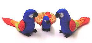 1:12 Scale 2 Parents & Bébé Perroquet Bleu Maison De Poupées Miniature Oiseaux Exotiques P3-afficher Le Titre D'origine Pour Effacer L'Ennui Et éTancher La Soif