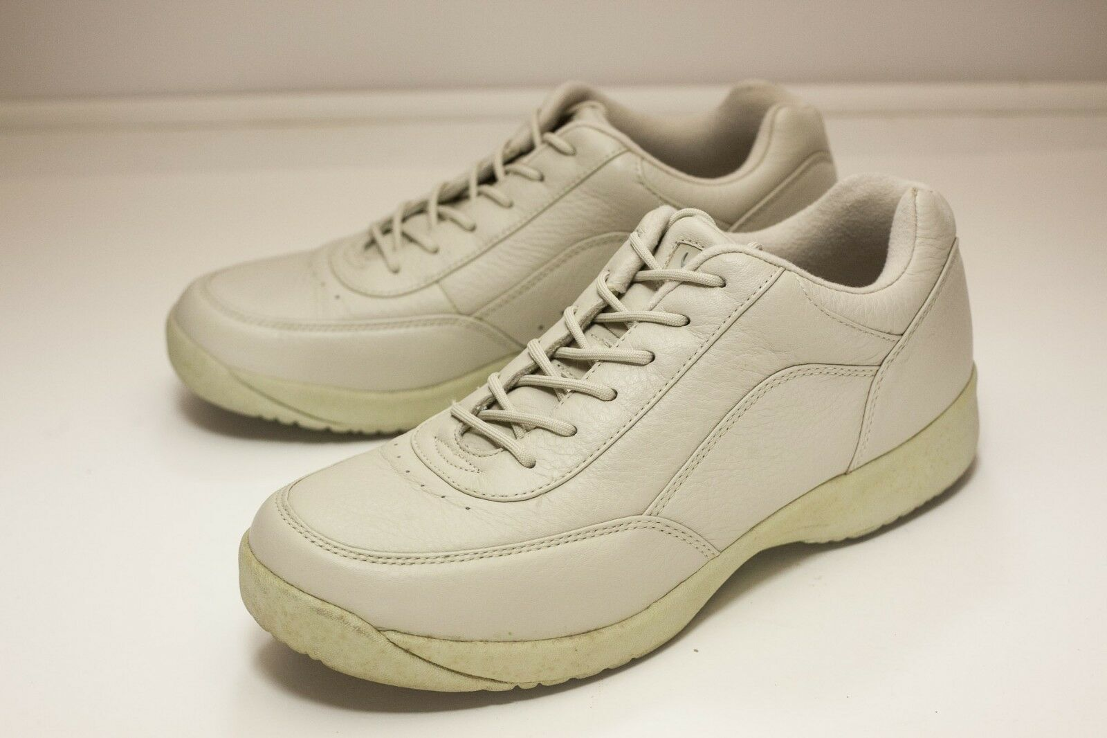 Supremes Softspots Size 10 Taupe Men's Walking shoes
