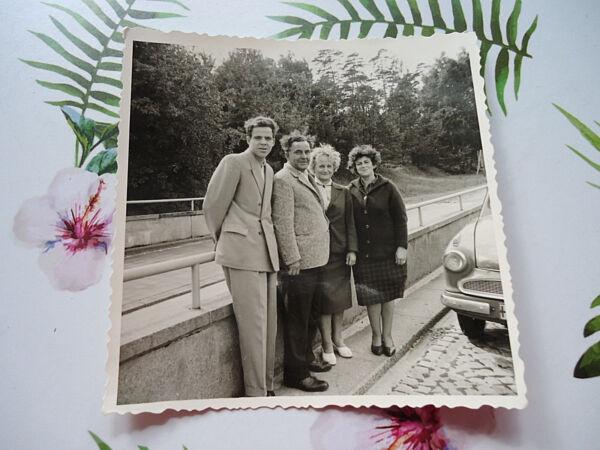 """ausflug"": Sw-fotografie, Altes Sw-foto, 50/60-er Jahre, Auto, Familie, Besuch! Gute QualitäT"