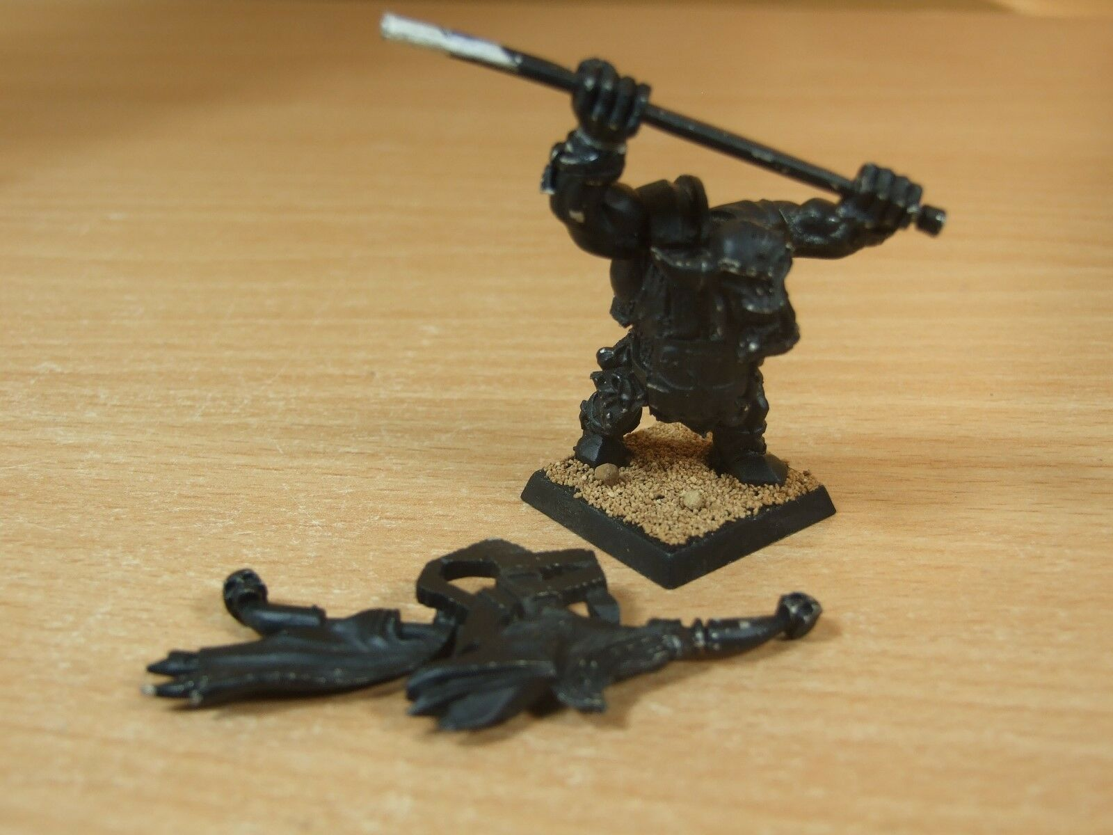 CLASSIC METAL LIMITED EDITION ORC ARMY BANNER BEARER BASE PAINTED (3048)