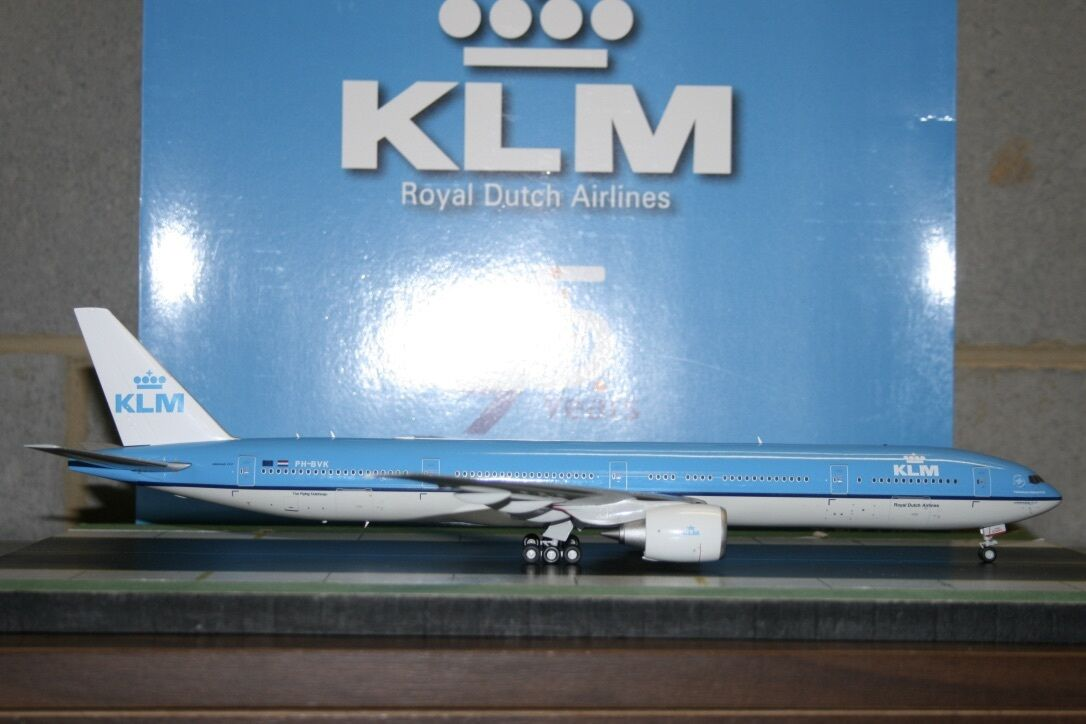 JC Wings 1 200 KLM Boeing 777-300ER PH-BVK '95th' (XX2345) Die-Cast Model Plane