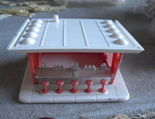 Vintage 1950s O Scale Plasticville Pink Frosty Bar