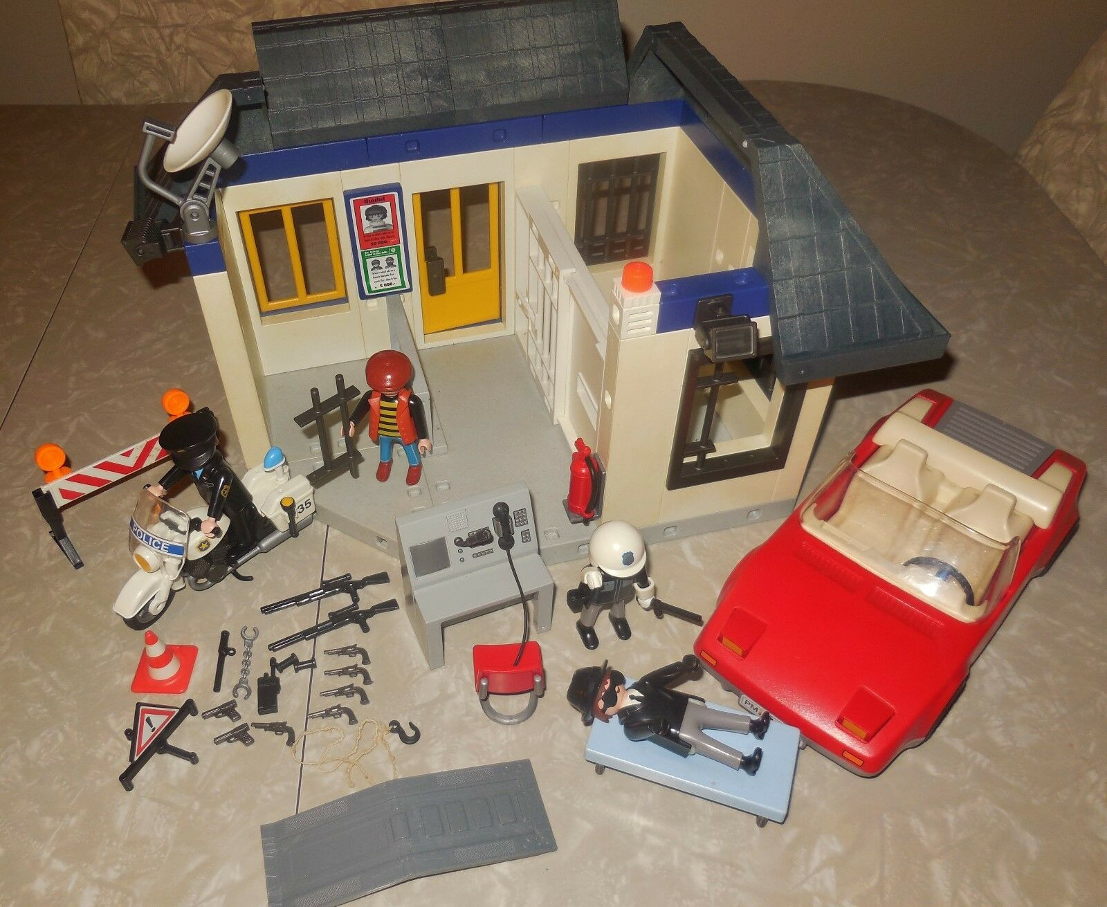 PLAYMOBIL SYSTEM 3623 POLICE STATION EMERGENCY HQ VEHICLE BUILDING HOUSE SET LOT