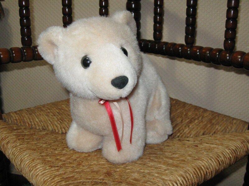 L Dake Amsterdam Holland Beige Standing Polar Bear