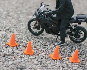 Set-of-4-Traffic-Cones-DIORAMA-PROPS-ONLY-Mezco-Marvel-Legends-1-12