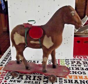 Antique-jouet-d-039-enfant-ancien-cheval-en-carton-bouilli-a-roulettes-Vintage-1920