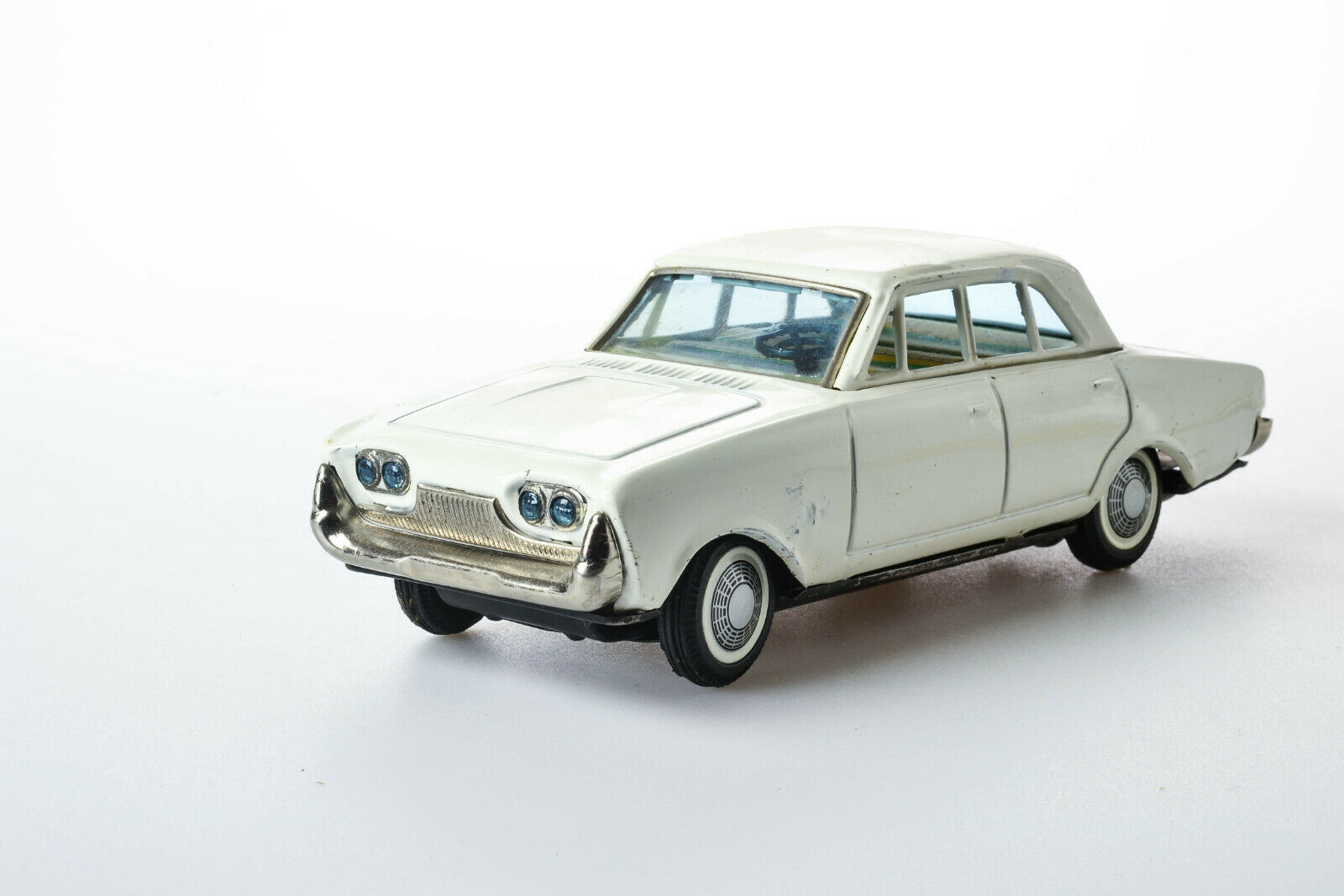 Antique Tin ToyRare ToyRare ToyRare Bandai 1960 Battery Ford Taunus 17M Passenger Car Japan cd9c45