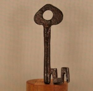 Antica Chiave iron skeleton key Clef Schlüssel Gotica, Nord Italia,  XV Secolo