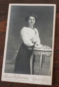 Photographie-ancienne-1900-CDV-femme-elegante-mode-retro-Photo-Fafournoux-Chalon